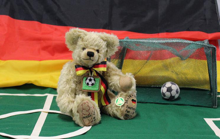 _Fussball WM Fan Baer