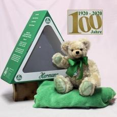 Der Bär im grünen Dreieck (Mohairfarbe hell-beige) 34 cm Teddy Bear by Hermann-Coburg
