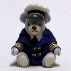 Club Bär 2015 – Bär an Bord 19 cm Teddy Bear by Hermann-Coburg