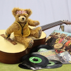 Woodstock  50th Anniversary 1969 – 2019 32 cm Teddy Bear by Hermann-Coburg