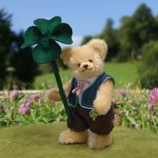 Kleiner Blumenjunge mit Glückskleeblatt 23 cm Teddybär von Hermann-Coburg