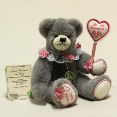 Sweet Valentine mit Herz (Modell 2019) 29 cm Teddy Bear by Hermann-Coburg