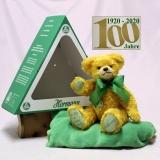Der Bär im grünen Dreieck (Mohairfarbe klassik-gold) 34 cm Teddy Bear by Hermann-Coburg