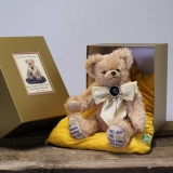 Queen Elizabeth II and Price Philips Royal Platinum Wedding Bear 35 cm Teddybär von Hermann-Coburg
